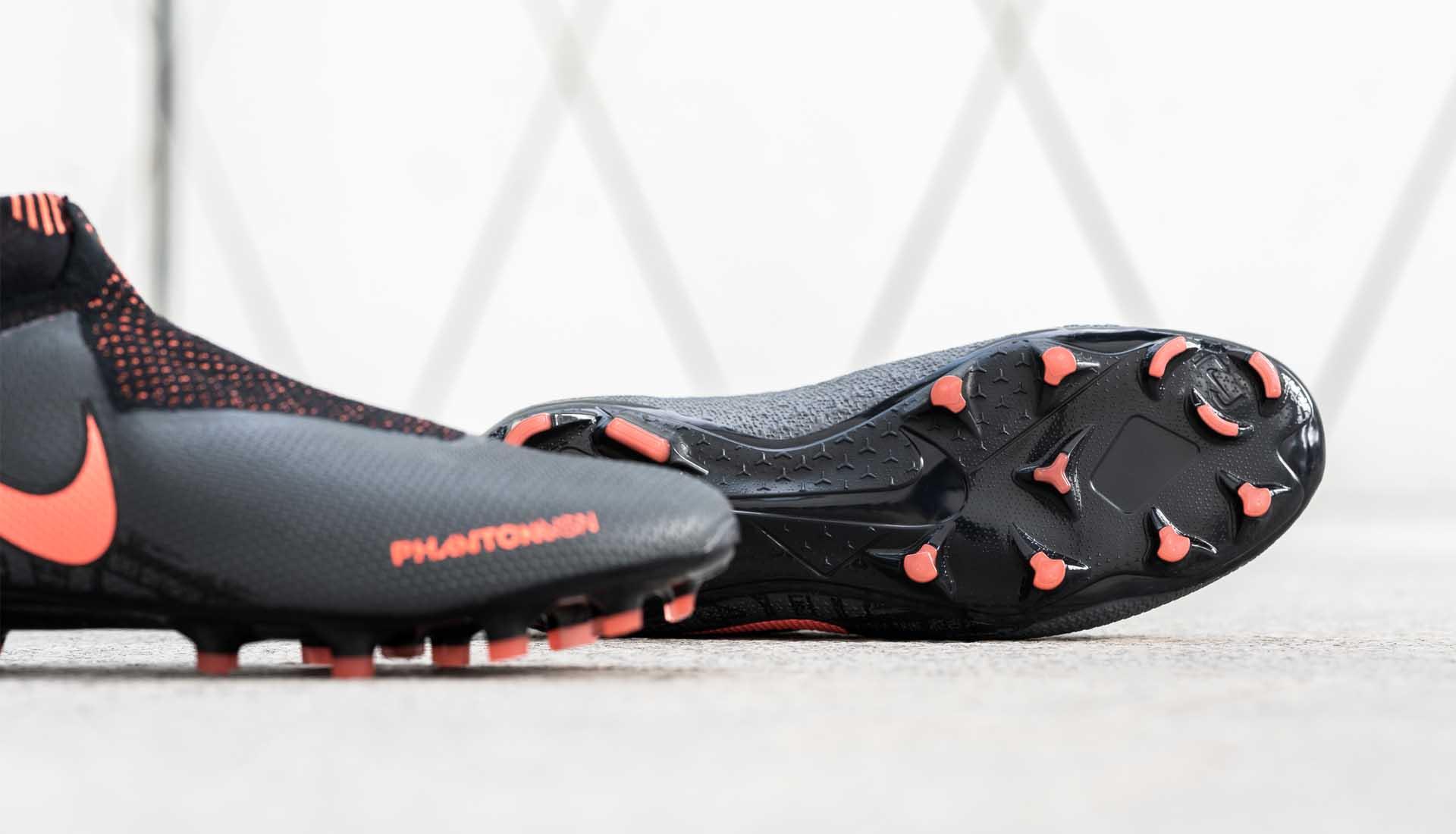 giày đá bóng Nike Phantom VNM Fire