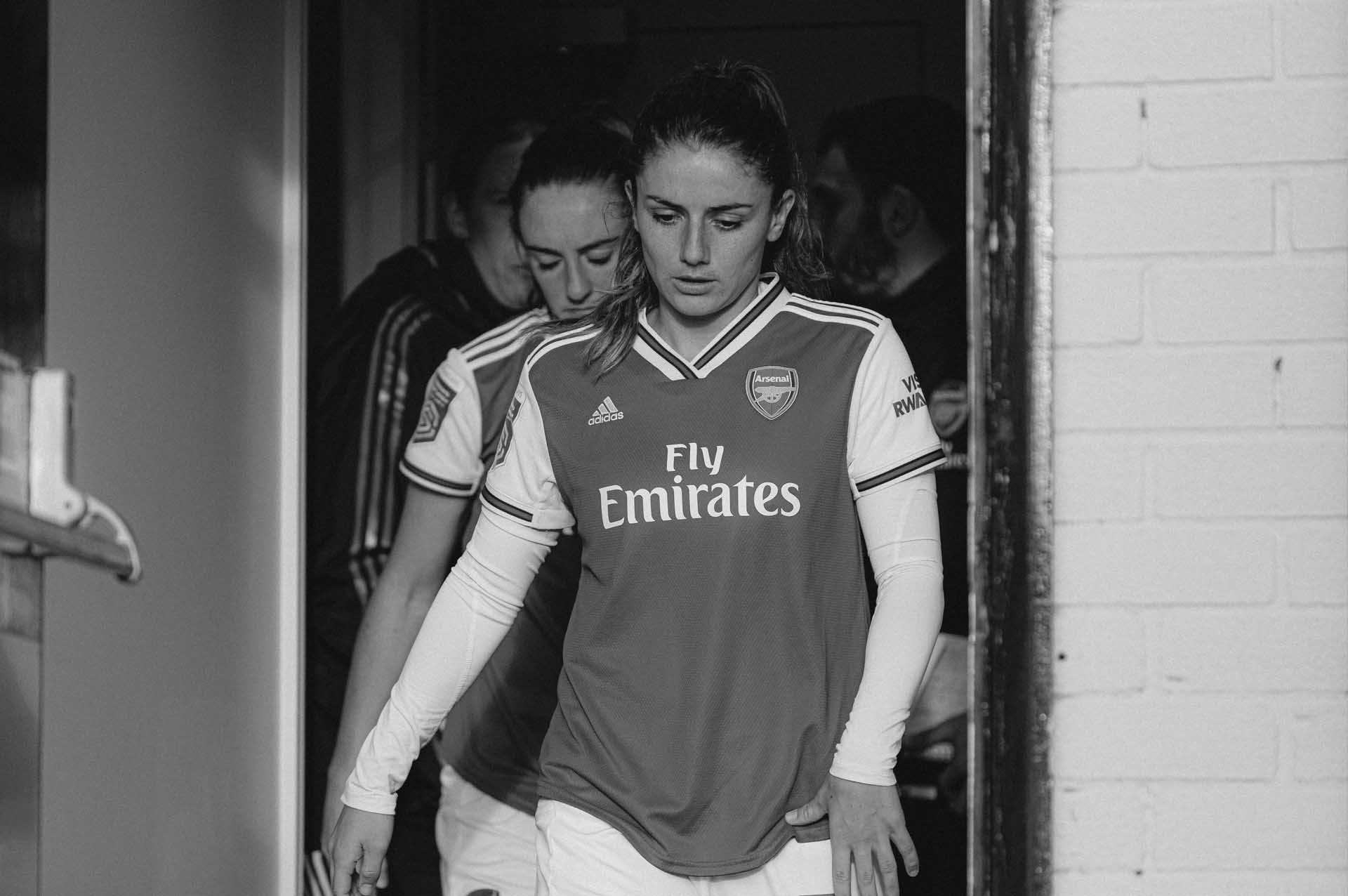 a-framed-arsenal-city-women-min.jpg