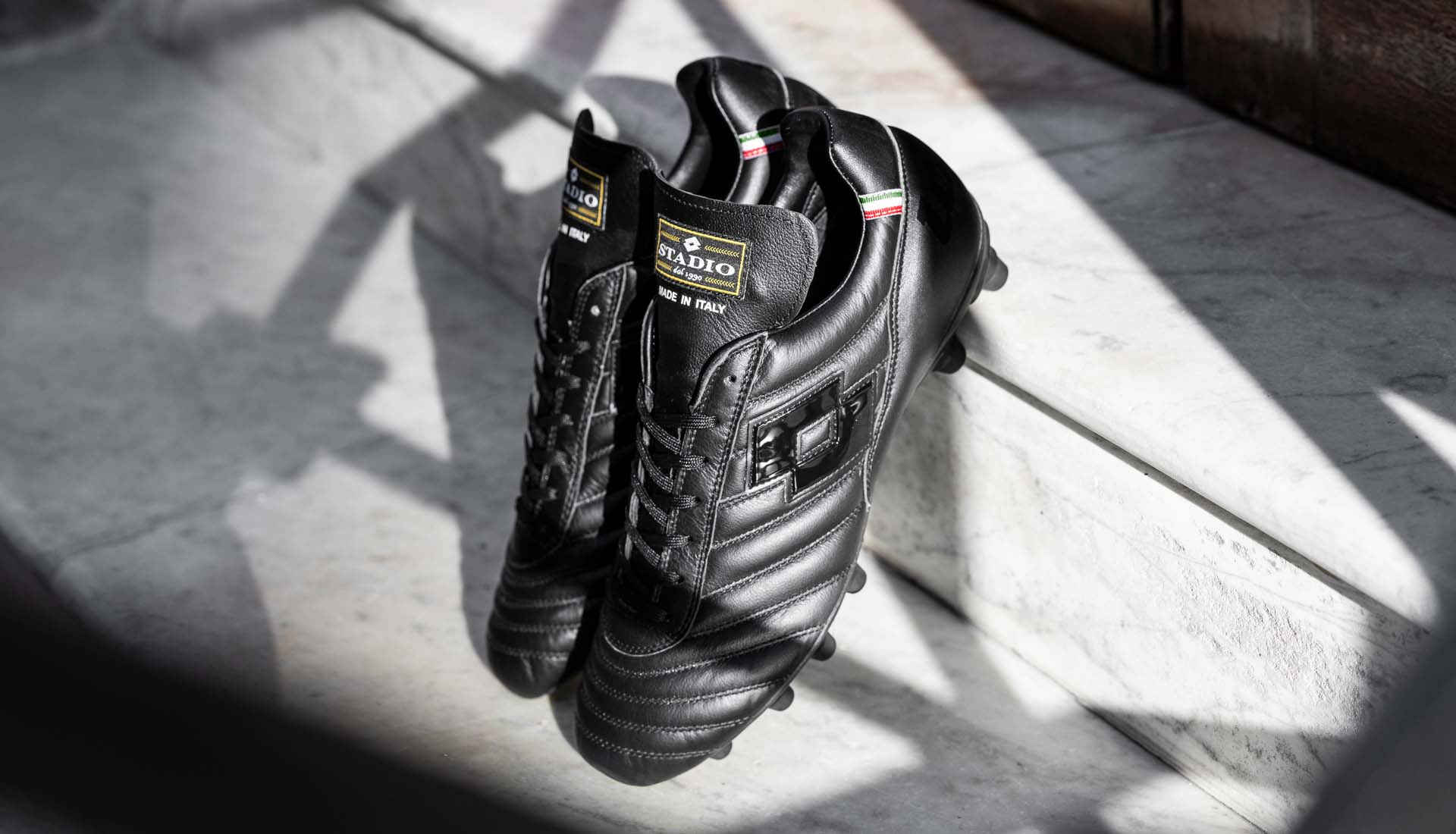 8-lotto-stadio-black-football-boots-min.jpg