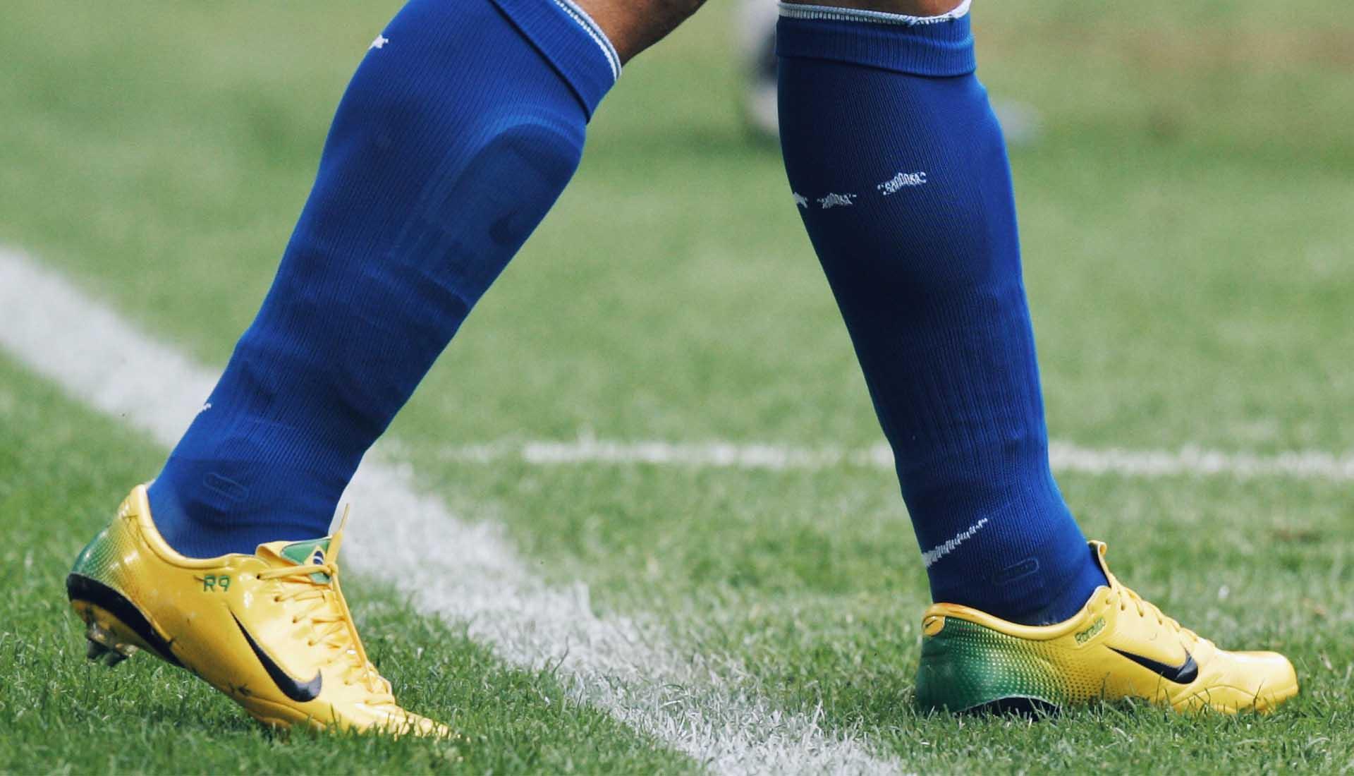 Despertar suave Corta vida  Remembering R9's World Cup Boots: 1998 – 2006 - SoccerBible