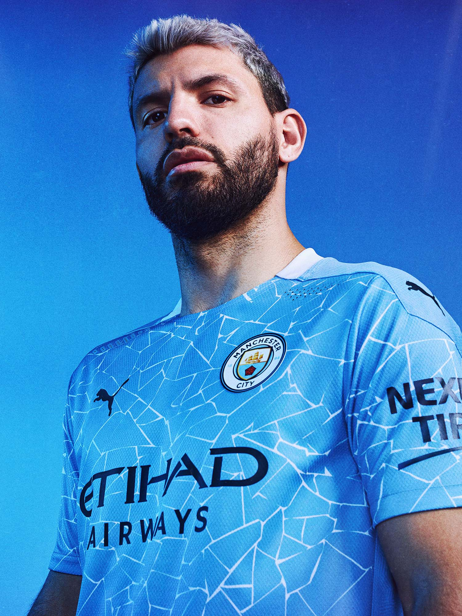 man city 21 home soccerbible portrait_0001_20AW_PR_TS_Manchester-City_HOME_Aguero_clean_1.jpg