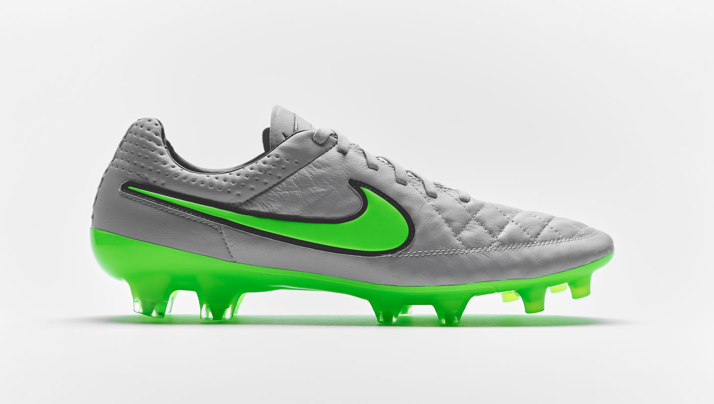 outlet store 39ee2 6ab4b Nike Tiempo Legend V