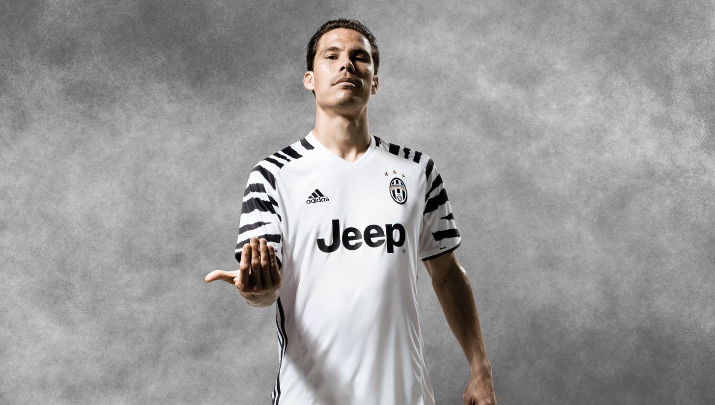 4fa0683df Football Shirts - SoccerBible.