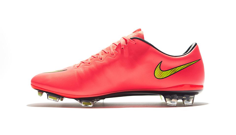 new arrival 6a552 892f9 Nike Mercurial Vapor X Football Boots - SoccerBible