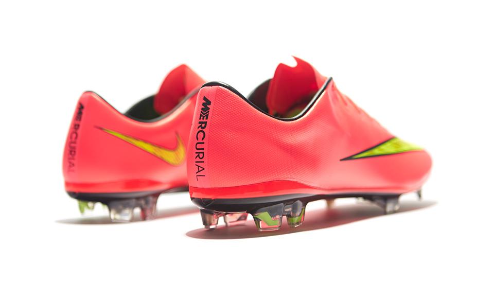 Leve Reembolso de ahora en adelante  Nike Mercurial Vapor X Football Boots - SoccerBible