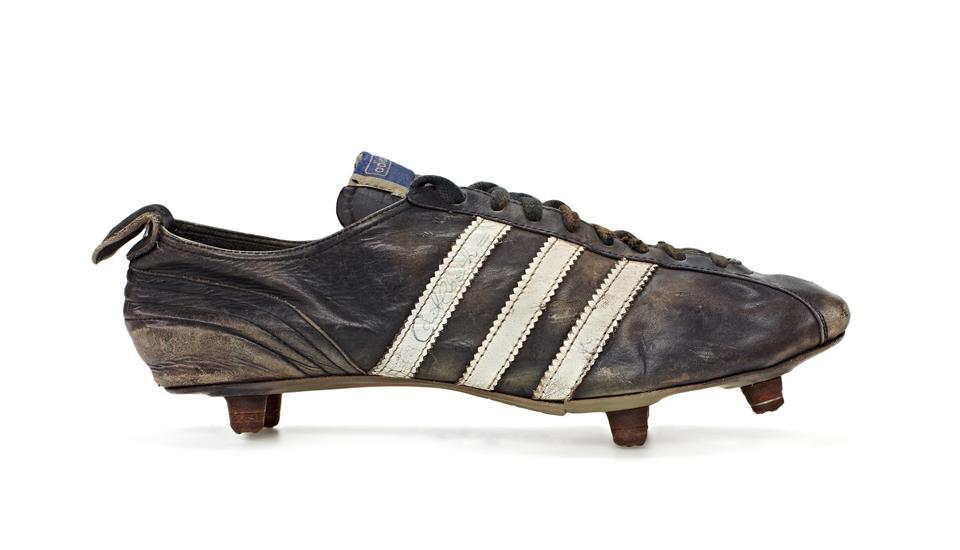 Buscar secuestrar sobras  History of adidas World Cup Boots - SoccerBible