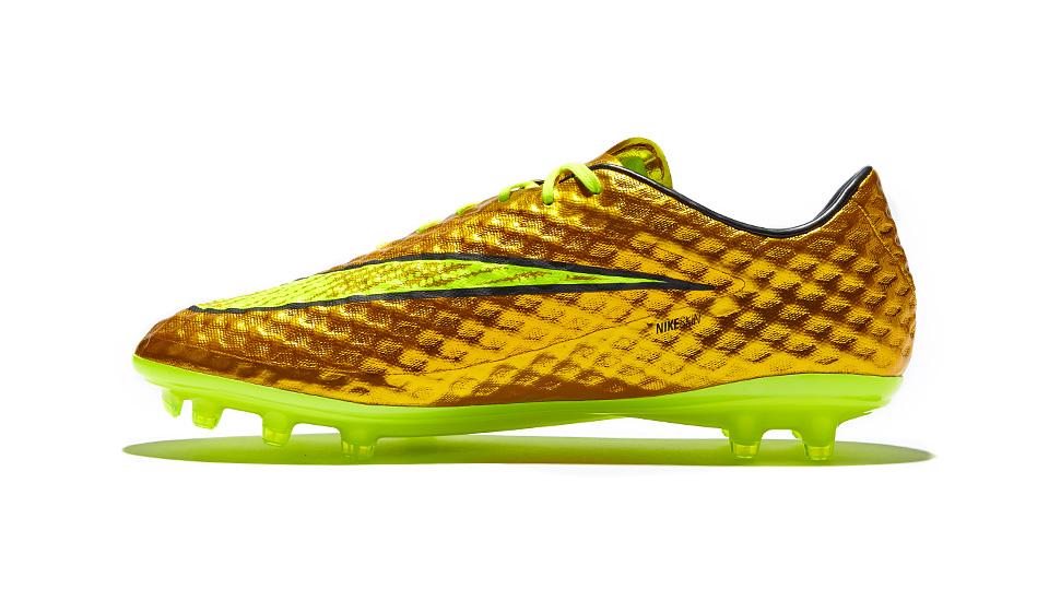 pretty nice b666e 76cac Nike Launch Gold Neymar HyperVenom - SoccerBible