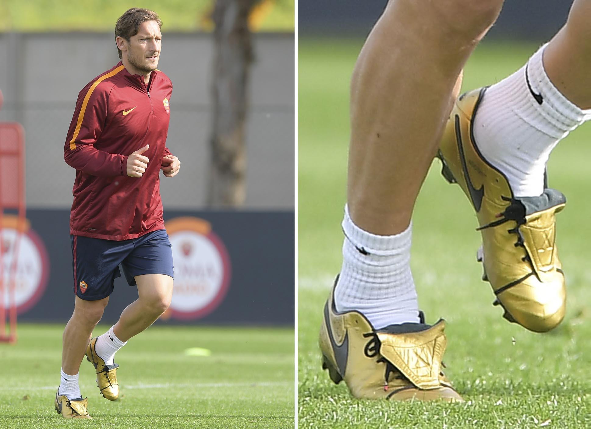 solamente sobrino Polémico  Francesco Totti Trains in Signature Nike Tiempo Football Boots - SoccerBible