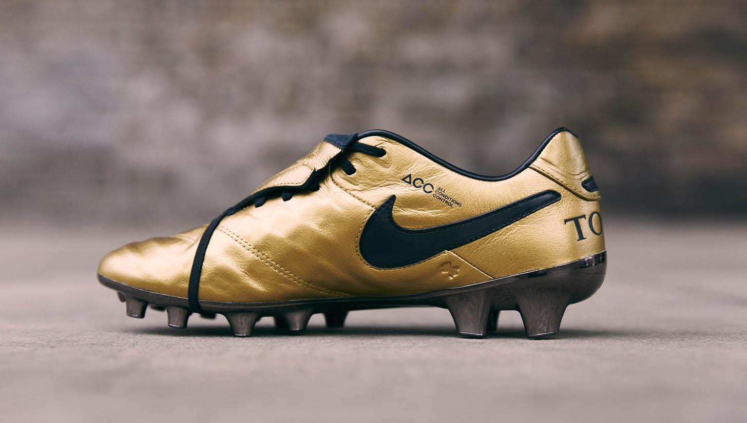 brand new 7f21f adf3f Nike Tiempo Totti X Roma Football Boots - SoccerBible