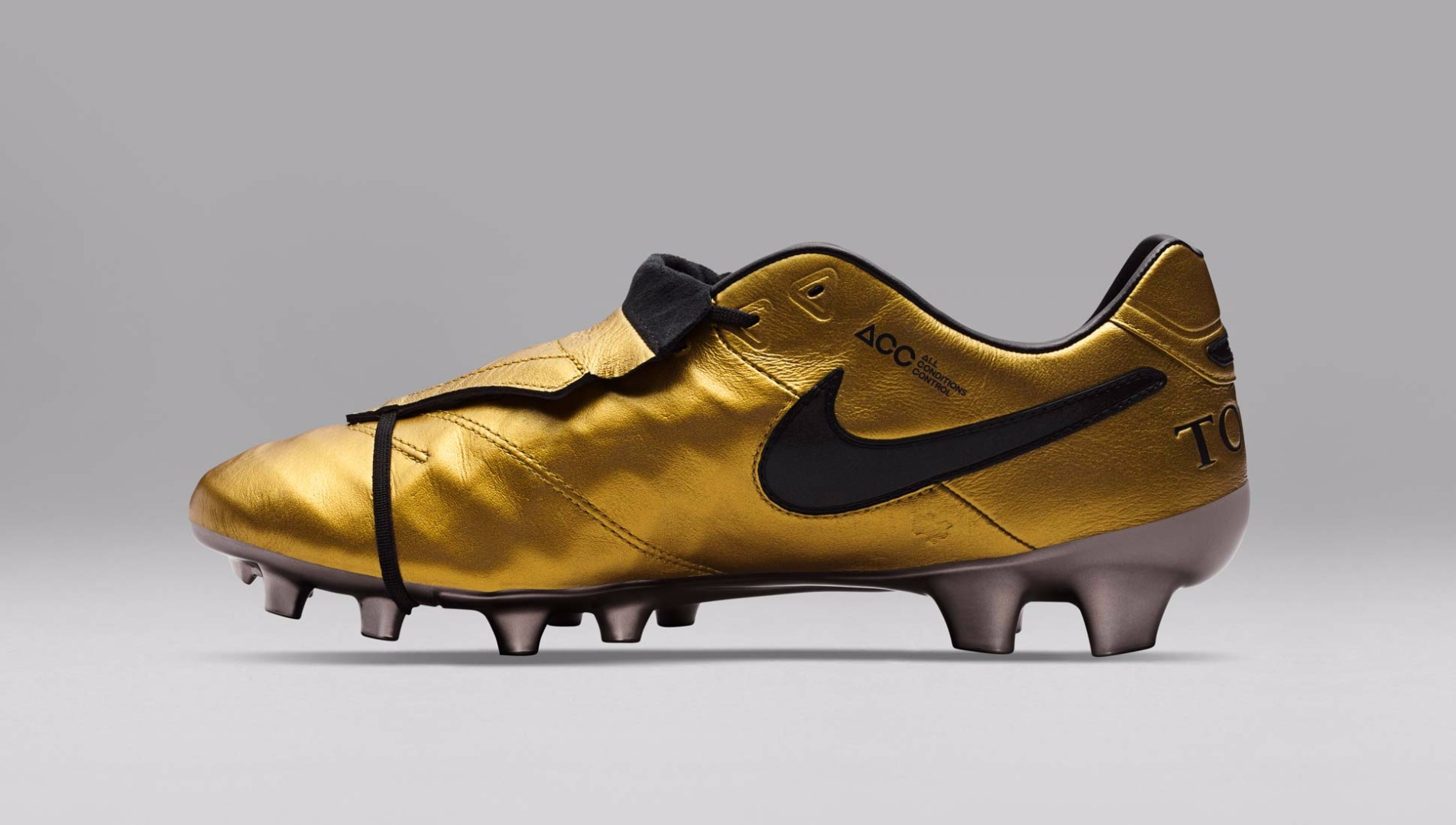detailed look b4247 4036a Nike Tiempo Legend Totti Football Boots - SoccerBible