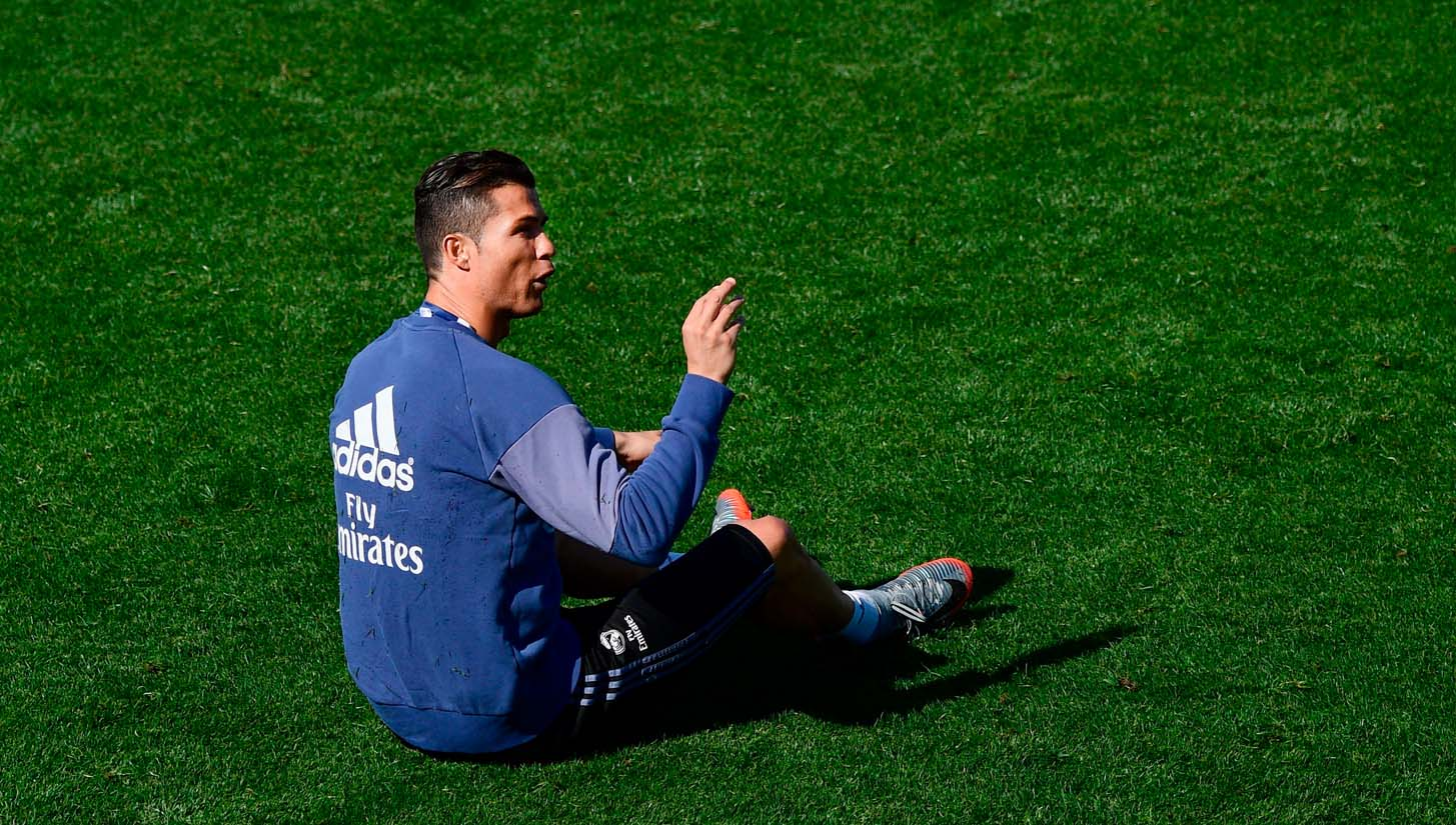 Cristiano Ronaldo Trains in Signature Chapter 4 Nike Mercurial - SoccerBible .