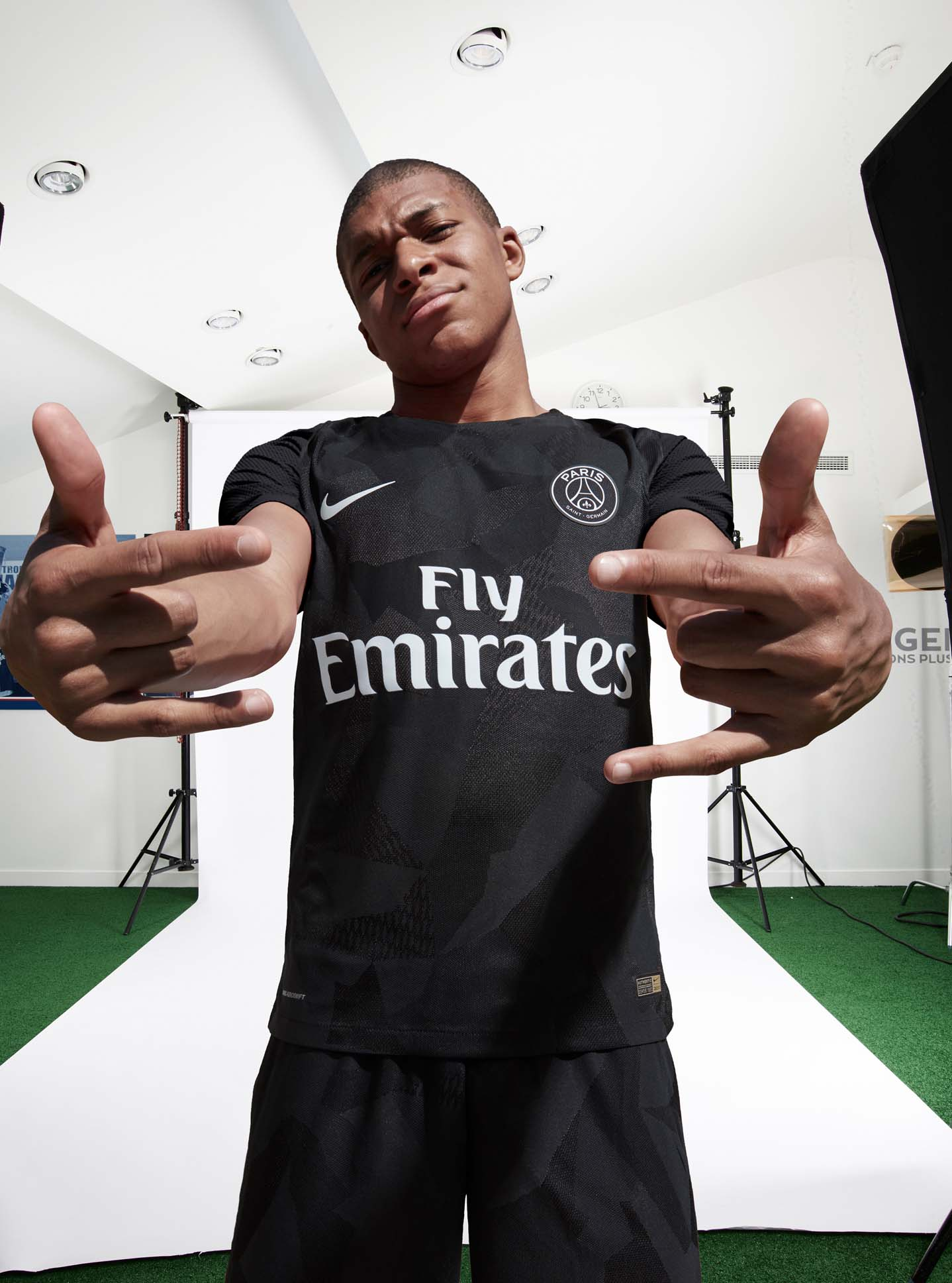 best service d37fb 2b0b7 PSG 2017/18 Nike Third Kit BTS - SoccerBible