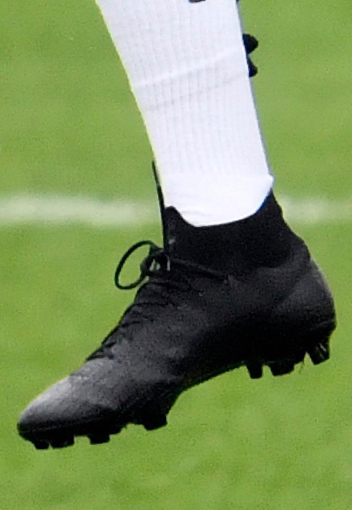 release date 9a2b8 b1031 Kylian Mbappe Trains In Blackout Mercurial Superfly ...