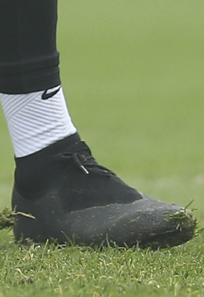 Spurs Duo Train in Blackout Nike Boots