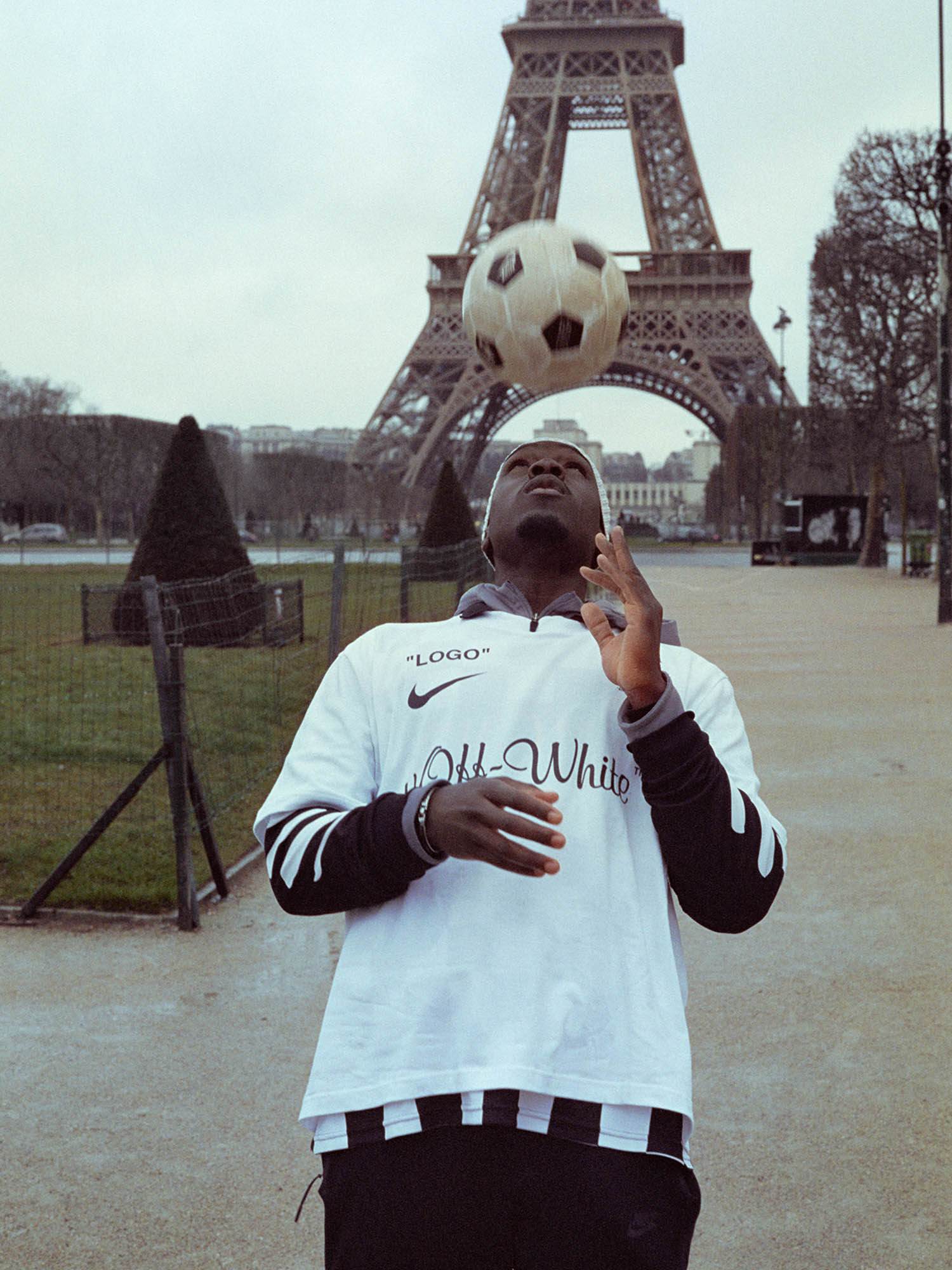 Virgil Abloh Off White Nike Soccerbible_0000__SU18_IM_Virgil_OW_MonAmour__Football_22_79886_79939.jpg