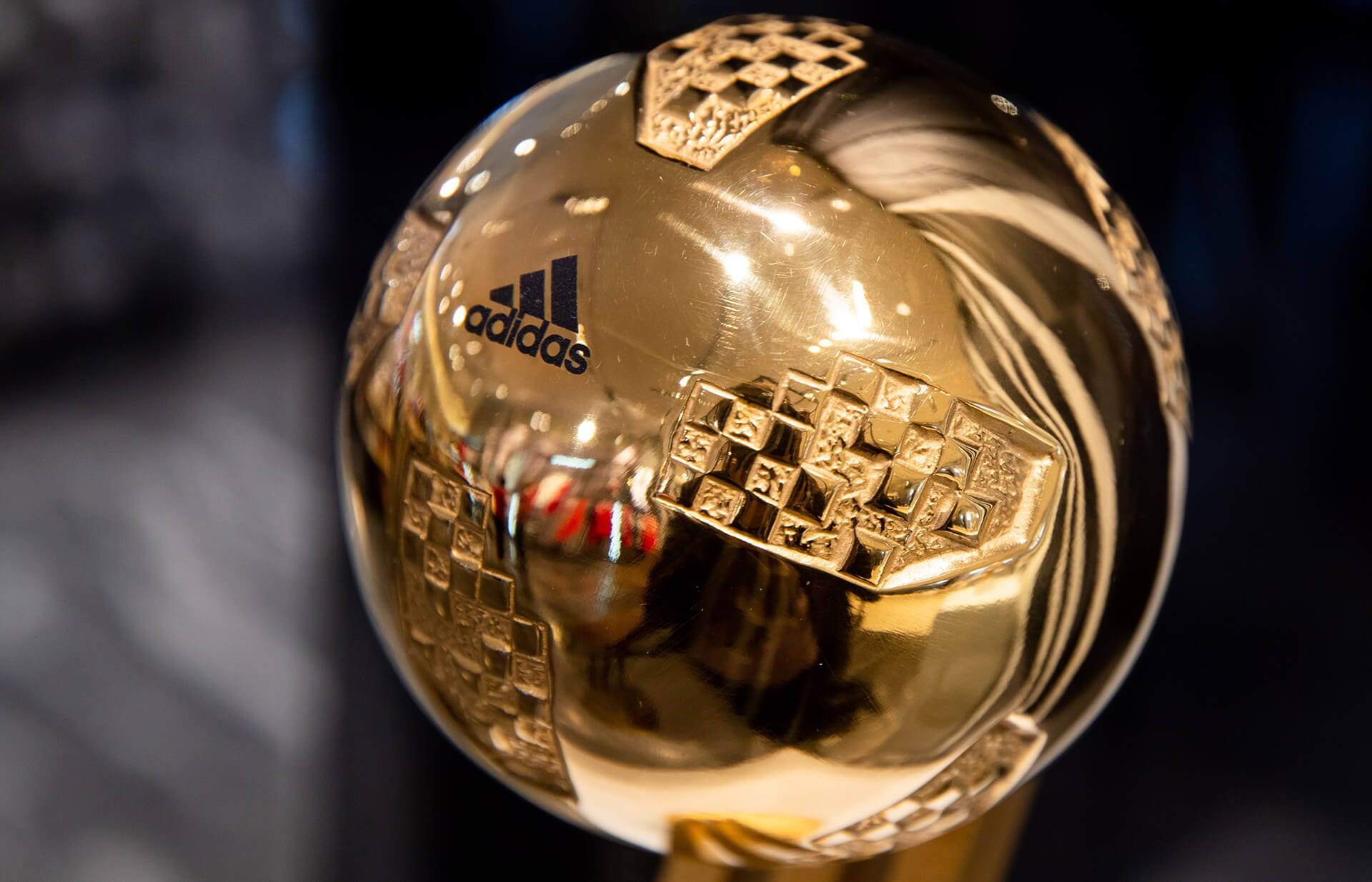 Glove Trophies 2018 Boot Adidas Reveal amp; Golden Ball Cup World 6H8gS8Wvz