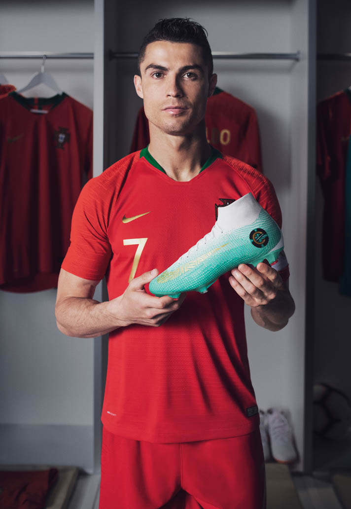 27c925aaaf5 Nike Launch The Mercurial Superfly CR7 Chapter 6 Edição Especial Football  Boots - SoccerBible.