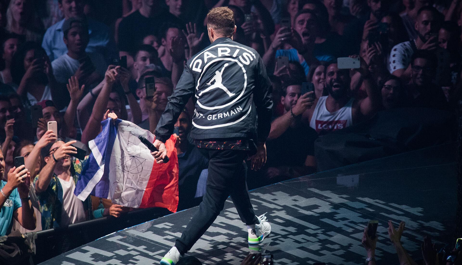 timeless design b4b6e 0477e Justin Timberlake Wears PSG x Jordan Jacket at Paris Gig ...