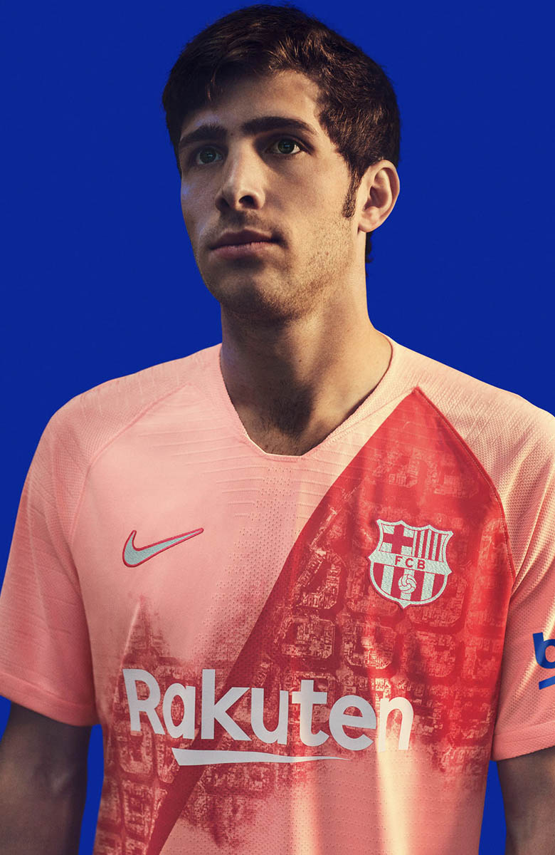 Barcelona 18 19 Third Kit_0001_FCB_2018-19_ThirdKit_SU18_CKC_FCB_SERGI_ROBERTO_269_81890.jpg