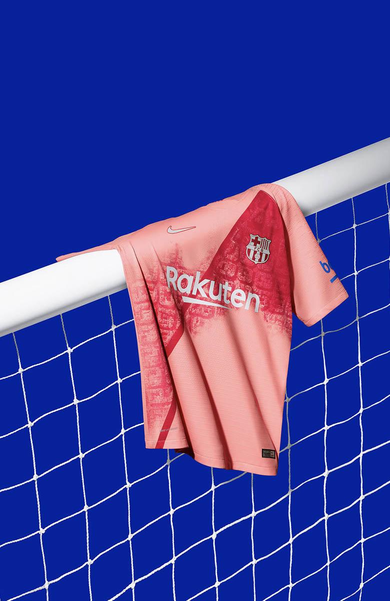 Barcelona 18 19 Third Kit_0000_FCB_2018-19_ThirdKit_SUFA18_FB_CKC_FCB_3RD_PRODUCT_GOALPOST_R_81887.jpg
