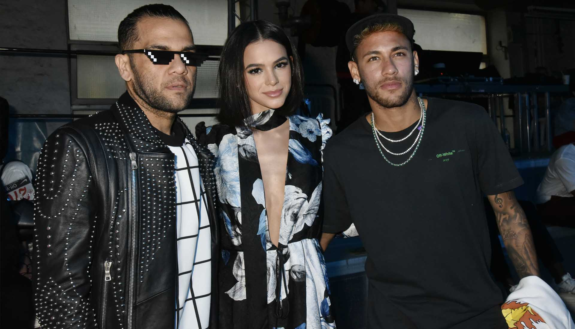 1f2c9a74ebc07 neymar   dani alves at the off-white paris fashion week show