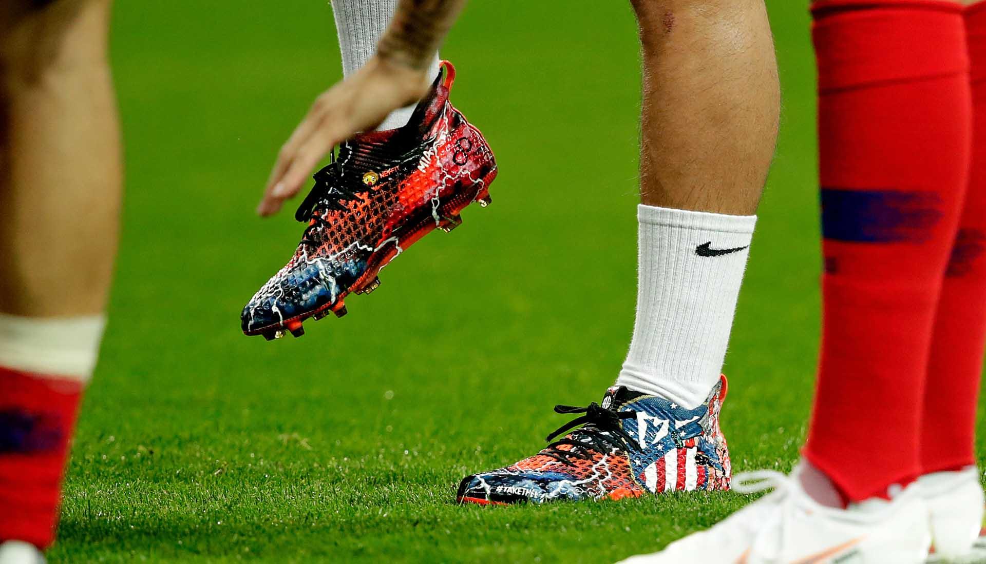 d40124c51d5 Antoine Griezmann Wears Custom Designed PUMA Future Boots - SoccerBible