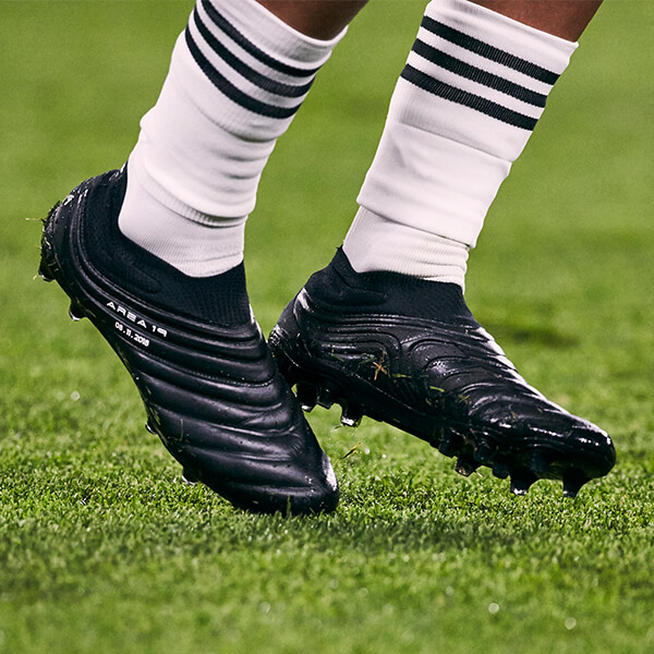 507957998 Dybala Wears Black-Out adidas Boots In Champions League