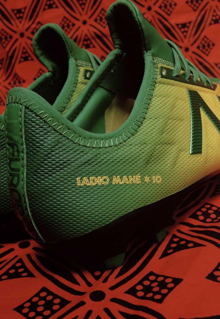 New Balance personaliza los botines de Sadio Mané en un