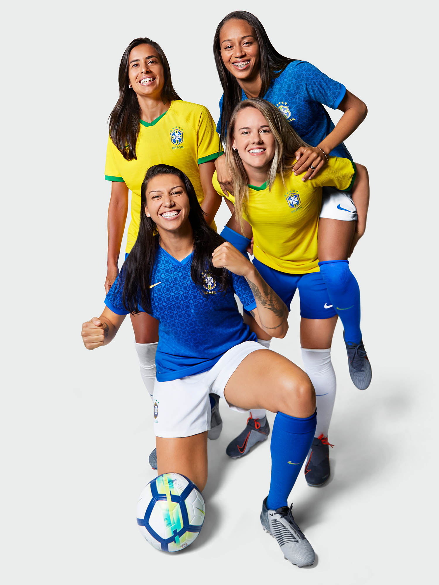 wwc portrait nike kits_0000_Brasil-2019-National-Team-Kit-Adressa-Alves-Andressinha-Bia-Zaneratto_Adriana-lien-01_origin.jpg