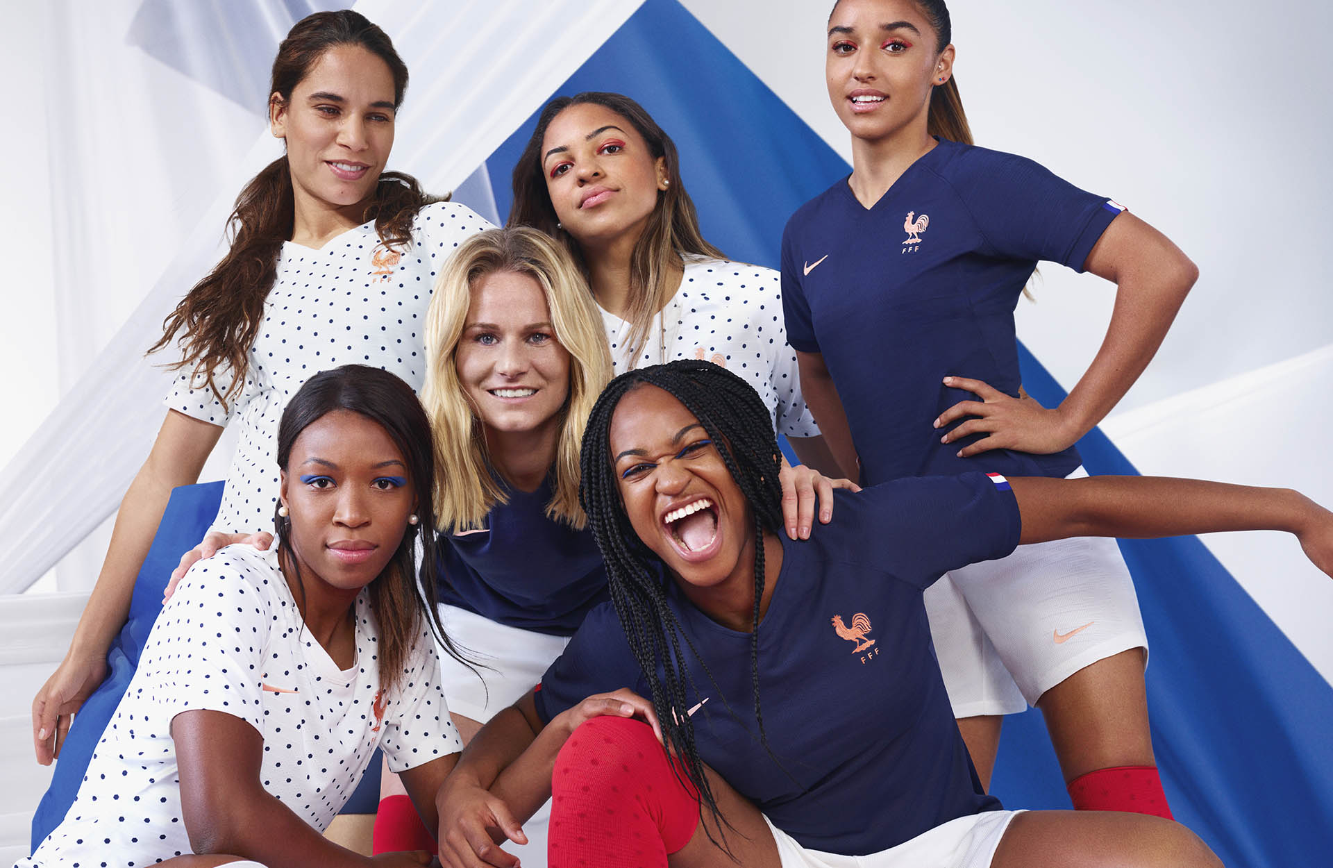 all nike wwc kits_0001_2019-france-national-team-kit_original.jpg