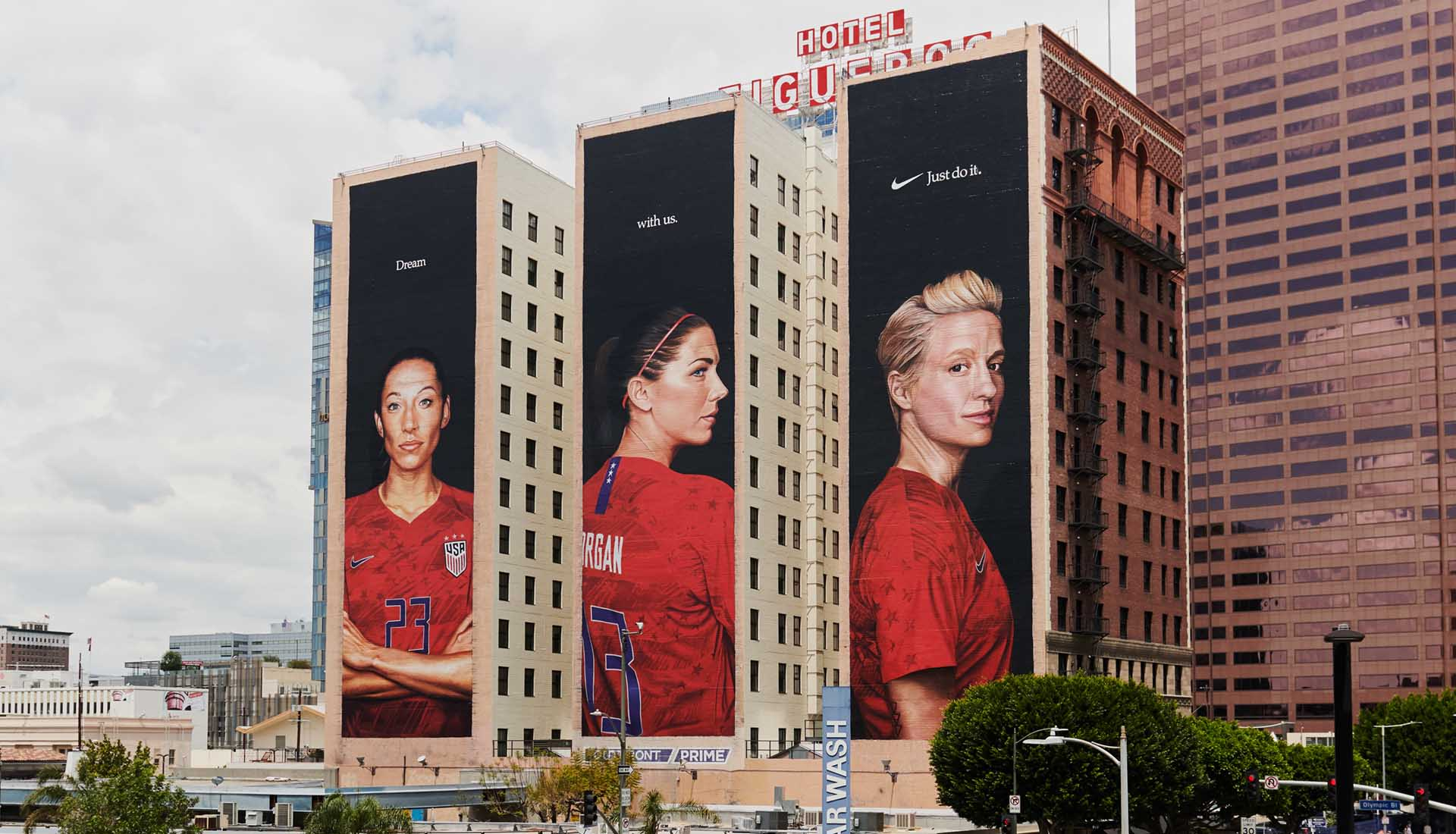 Nike Create Giant Uswnt Campaign In Nyc La Soccerbible