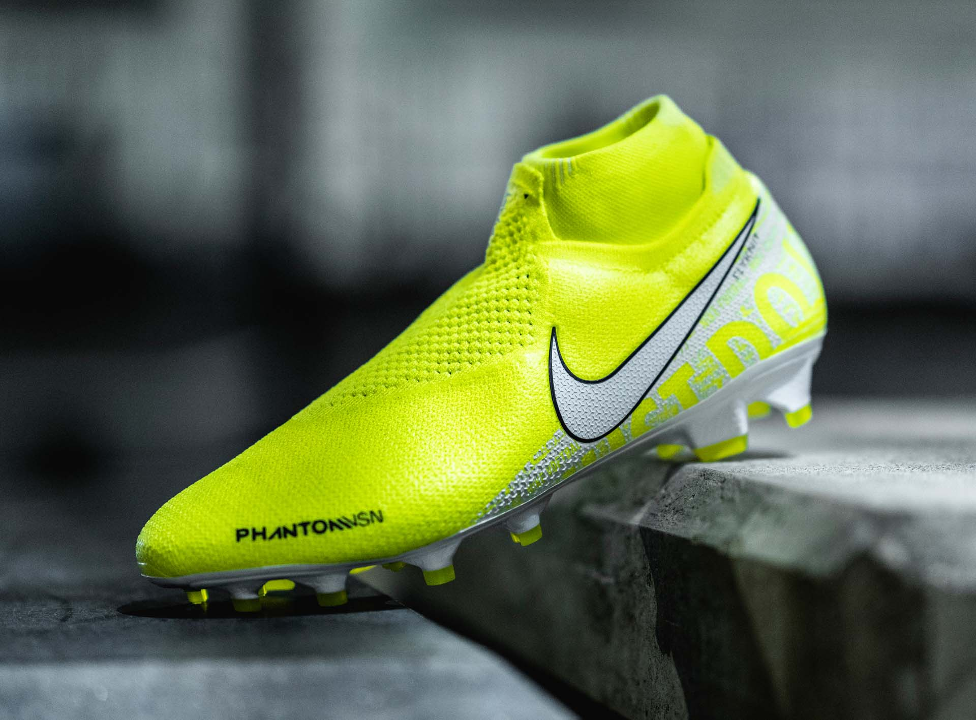 5-nike-phantom-vsn-new-lights.jpg
