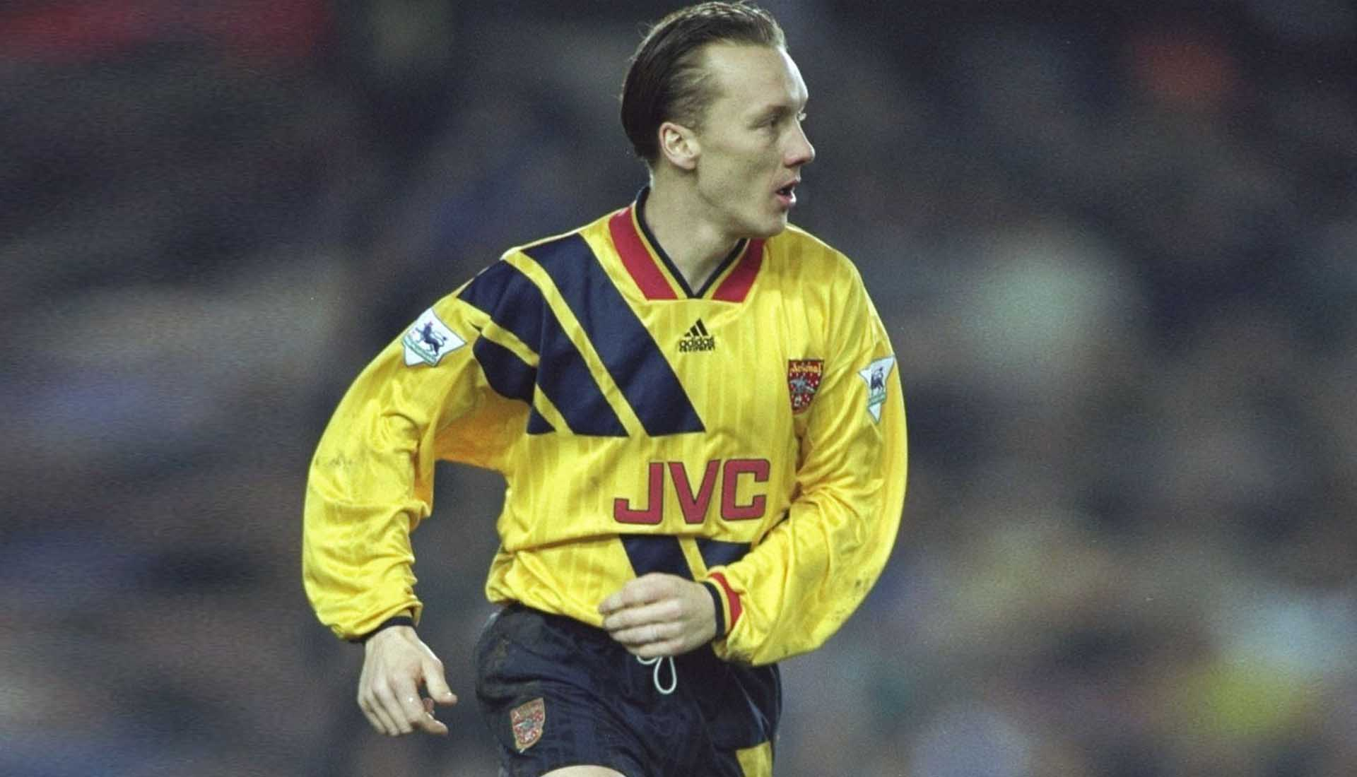 official photos 12ee1 90838 Every Premier League Club's Greatest Ever Shirt Sponsor ...